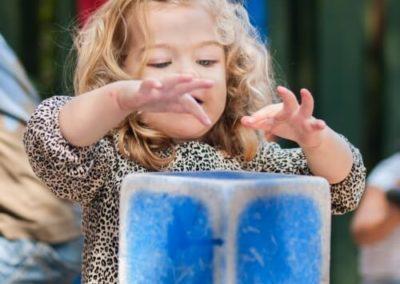 Kind buiten spelen meisje